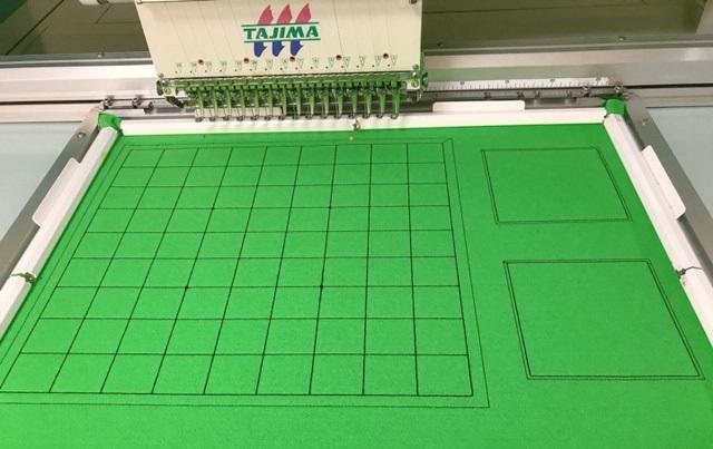 黄緑色のフェルト製将棋盤の刺繍入れ製作♪