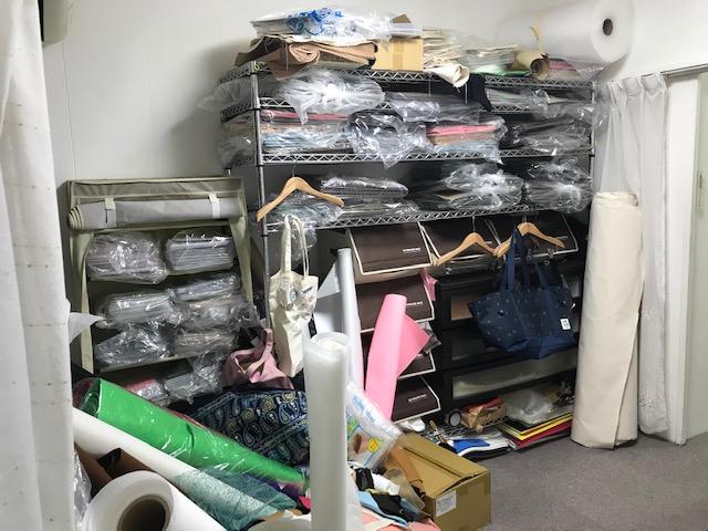 フェルト製布盤のお部屋はとても残念な事になっています。