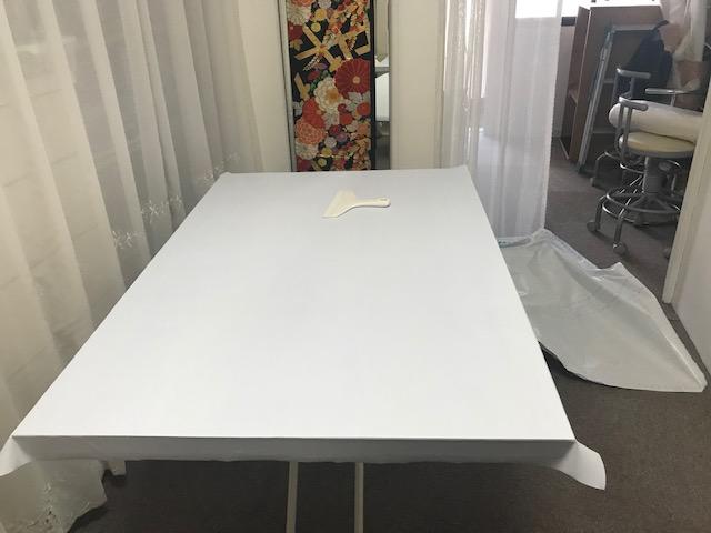 工房のリフォーム37   テーブルに壁紙シール貼り完了✨  フェルト盤のオーダー頂きました。ありがとうございます。